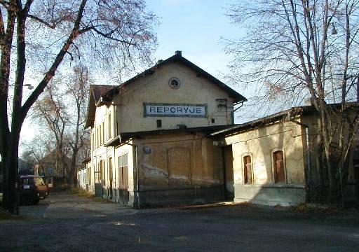 Nádraží Praha Řeporyje pohled z ulice